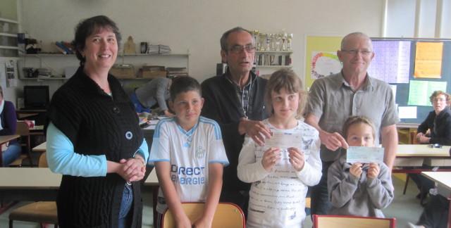 La coopérative de l'école est choyée par les associations du village dans Vie scolaire IMG_0605_1