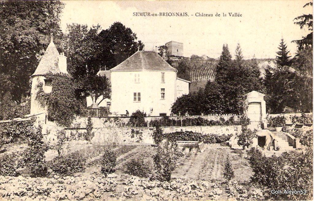 1359667212-Semur-en-Brionnais-Chateau-de-la-Vallee-2