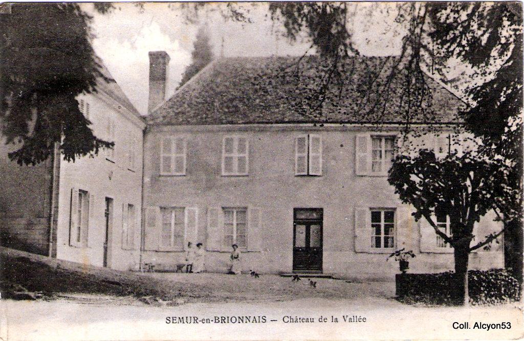1359667360-Semur-en-Brionnais-Chateau-de-la-vallee-3