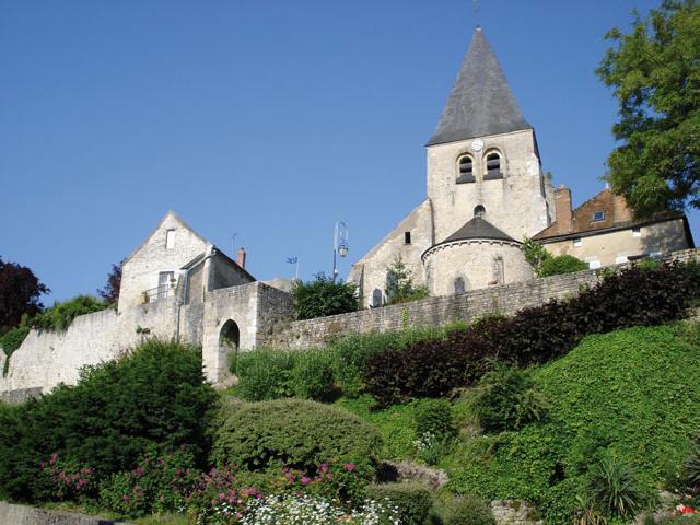 Yèvre-le-Châtel-vue-église_1