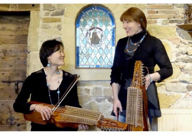les-musiciennes-sont-passionnees-par-la-musique-suedoise-et-par-le-nyckelharpa-photo-fabienne-croze-1496413293_1
