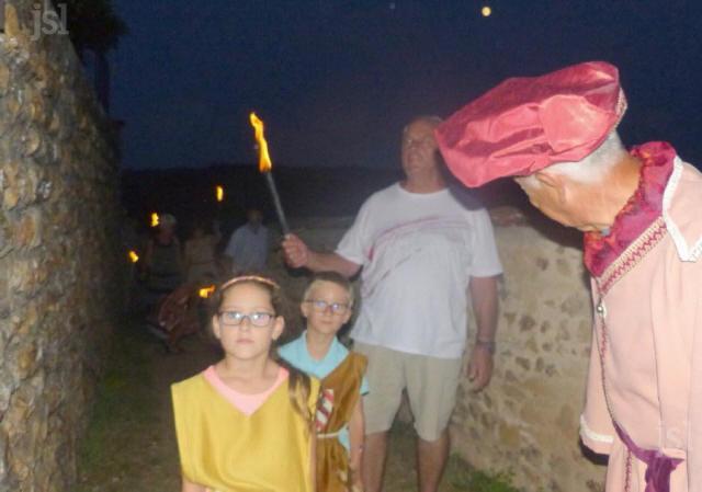 le-president-des-vieilles-pierres-s-assure-que-les-enfants-ont-bien-compris-photo-fabienne-croze-1532805821_1
