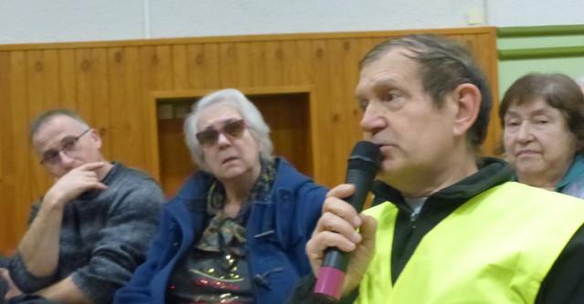 Brio0202FC2 Gilles Bramant, vêtu de son gilet jaune, était revenu de Strasbourg pour participer à la réunion_1_1